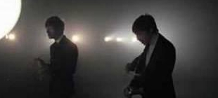 the-last-shadow-puppets-standing-next-to-me
